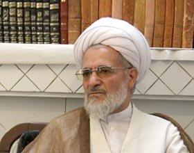 رجل دين ايراني يجيز للصائم شرب الماء اذا كان يعاني من عطش شديد