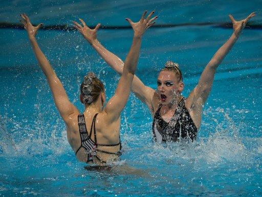روماشينا و كوليسنيتشينكو تواصلان حصد الذهب في بطولة العالم للألعاب المائية