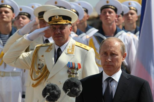 بوتين يشارك في الاحتفالات بمناسبة عيد الأسطول البحري الحربي الروسي في سيفاستوبول