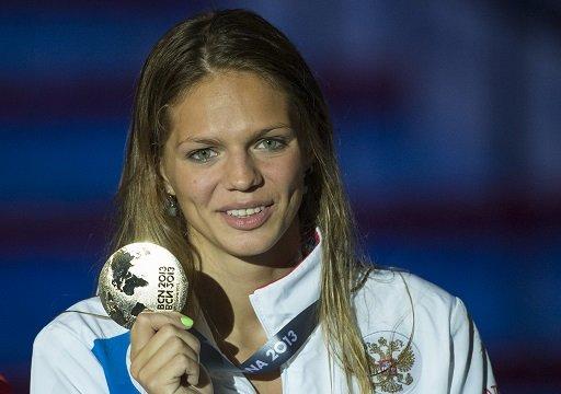 الروسية يفيموفا تحطم الرقم القياسي لسباق 50 م سباحة على الصدر