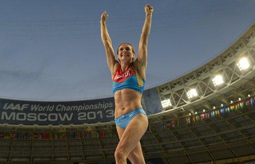الروسية إيسينبايفا تفوز بذهبية القفز بالزانة ببطولة العالم في موسكو