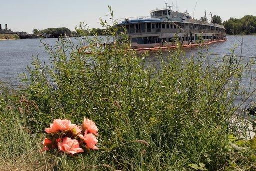 مقتل 6 أشخاص وجرح أكثر من 40 في اصطدام سفينة ببارجة في نهر بمقاطعة اومسك الروسية