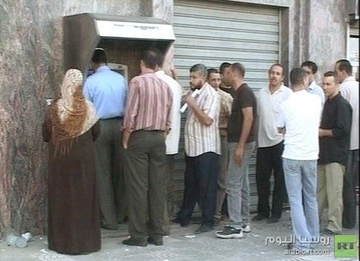 وزير المالية الفلسطيني يحذر من أزمة مالية وشيكة