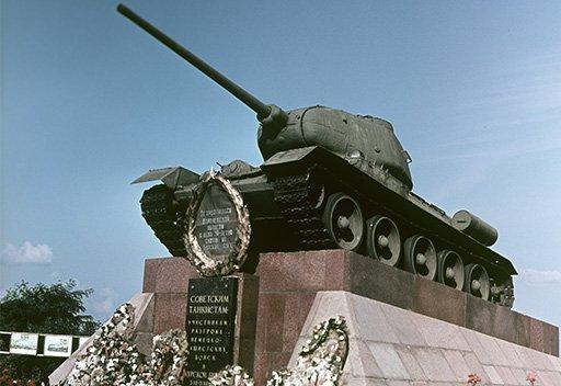 استعراض عسكري بمناسبة النصر في موقعة كورسك