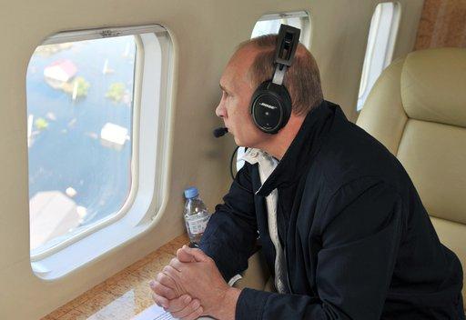 بوتين يتفقد مناطق متضررة من الفيضانات بالشرق الأقصى الروسي وعدد المتضررين يتجاوز 100 ألف