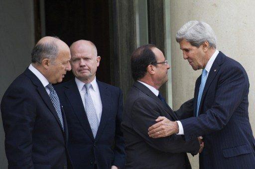 قصر الإليزيه: فرنسا وبريطانيا والولايات المتحدة تدعو الى قرار أممي قوي وملزم بشأن كيميائي سورية