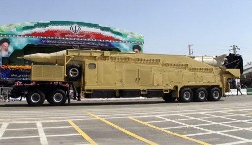 ايران صاروخا بالستيا اثناءعرضها العسكري السنوي