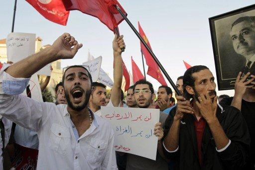 وقفة أمام السفارة الأمريكية في العاصمة الأردنية عمان رفضا للتدخل العسكري المحتمل في سورية