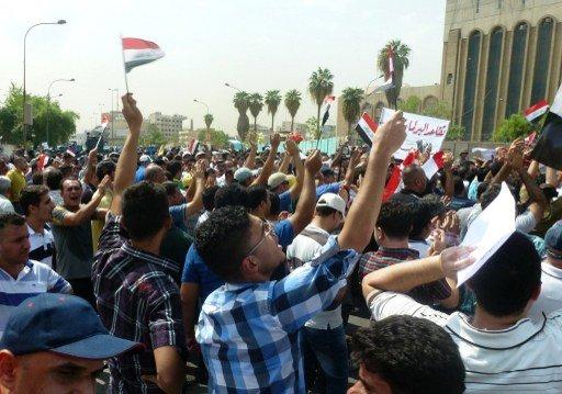 المالكي يؤيد مطالب المتظاهرين بتخفيض الرواتب التقاعدية للرئاسات الثلاث