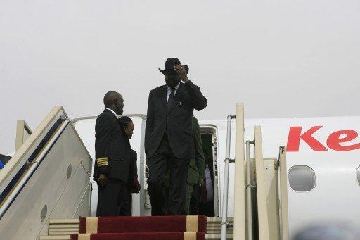 سلفا كير يصل إلى الخرطوم في زيارة قبل أيام من موعد إغلاق أنابيب النفط