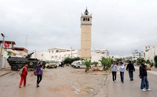 الأمن التونسي يداهم ثلاثة مساجد في العاصمة ويعتقل إسلاميين متشددين