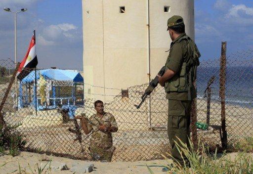 مقتل 6 جنود مصريين في هجوم مسلح على سيارة لقوات الأمن في العريش