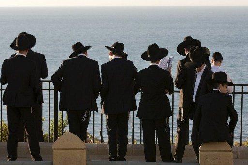 يهود العالم يحتفلون بحلول السنة العبرية الـ5774.. وروحاني يهنئهم