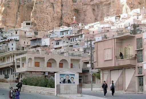 مئات المسلحين يهاجمون معلولا في ريف دمشق ويدمرون كنيسة والمعهد الآرامي ويسرقون محتوياتهما