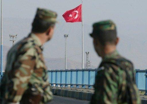 تركيا تنشر تعزيزات عسكرية على حدودها مع سورية