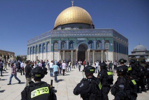 القوات الإسرائيلية تقتحم باحات المسجد الأقصى وتعتقل 15 فلسطينيا