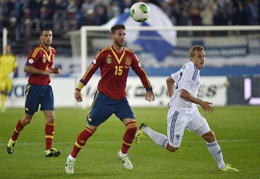 إسبانيا تفوز على فنلندا وتقترب من مونديال البرازيل