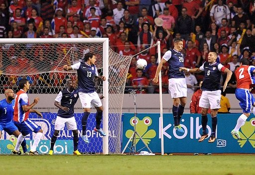كوستاريكا تهزم أمريكا وتقترب من نهائيات كأس العالم