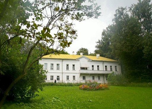 زوجة مستشار الرئيس الروسي تتولى إدارة متحف تولستوي الموحد