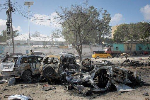 حركة الشباب الصومالية تعلن مسؤوليتها عن مقتل 15 شخصا بتفجير المطعم في مقديشو