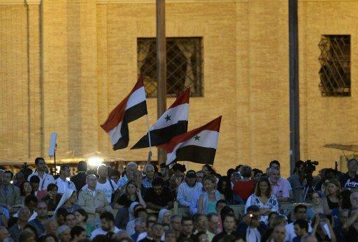 أكثر من 100 ألف شخص يحضرون قداسا من أجل سورية في الفاتيكان