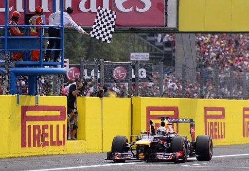 فيتل يتوج بجائزة إيطاليا الكبرى للمرة الثالثة في تاريخه