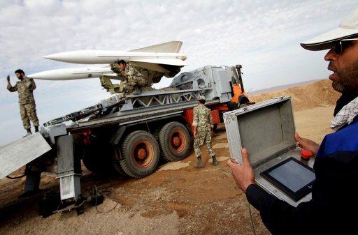 ايران تعلن عن اجراء مناورات مشتركة بين الجيش وفيلق الحرس الثوري