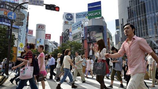 بعد تعرضه للسلب شاب ياباني يقطع أكثر من ألف كيلومتر مشيا على الأقدام