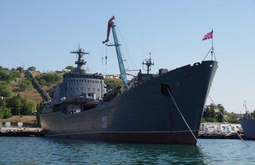 زحمة شرق المتوسط.. سفينة روسية جديدة تبحر نحو طرطوس وواشنطن توعز لمدمراتها بعدم المغادرة