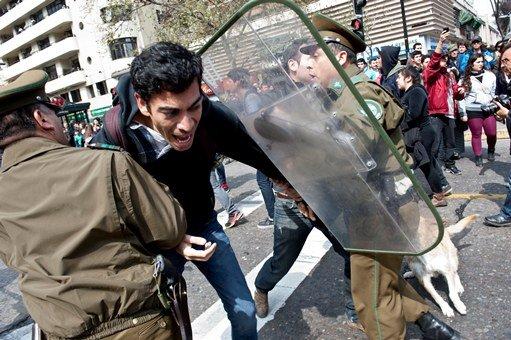 تشيلي.. اعتقال 264 شخصا شاركوا في أعمال شغب في الذكرى الأربعين لانقلاب بينوشيته