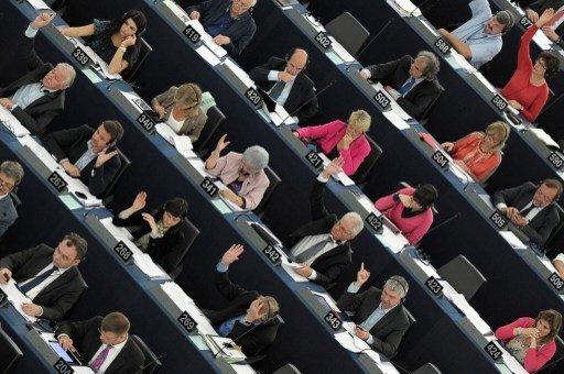 البرلمان الأوروبي يدعو مصر الى إلغاء حالة الطوارئ والإفراج عن جميع المعتقلين السياسيين، بمن فيهم الرئيس المخلوع محمد مرسي