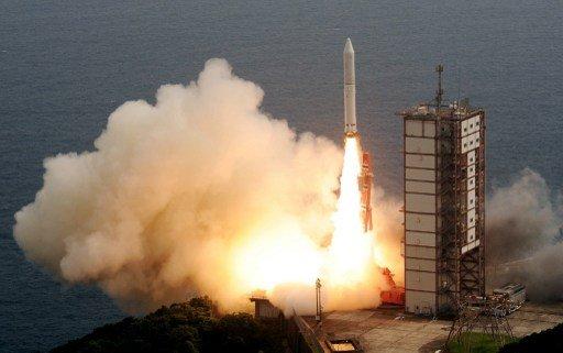 اليابان تطلق صاروخا قليل الكلفة يحمل قمرا صناعيا الى الفضاء