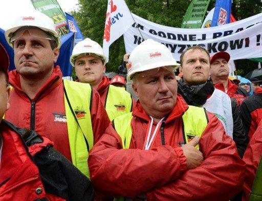 عشرات الاف من النقابيين البولنديين يتظاهرون في وارسو ضد حكومة دونالد توسك
