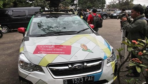 سيارة خرائط غوغل تصدم سيارتين في محاولة هروب من حادث مرور