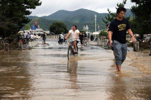 إجلاء أكثر من 300 ألف شخص في اليابان بسبب إعصار قوي