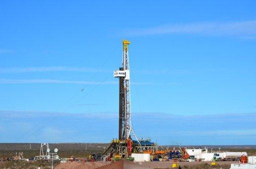 هبوط أسعار النفط على خلفية التوقعات بتسوية قضية استخدام الكيميائي في سورية