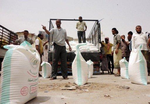 اليمن يحصل على مساعدات لمواجهة الفقر
