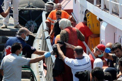 إنقاذ أكثر من 900 مهاجر في مضيق صقلية