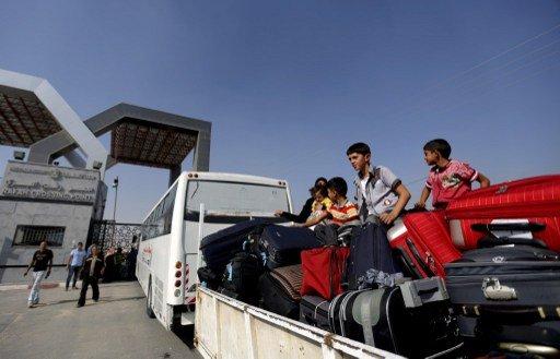 مصر تعيد فتح معبر رفح جزئيا والجيش ينفذ حملة اعتقالات في العريش