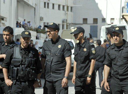 العشرات من رجال الأمن في تونس يتظاهرون ضد تحقيق يستهدف نقابتهم