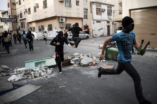 الحكم بسجن خمسة بحرينيين لفترات تصل إلى 10 سنوات بتهمة مهاجمة دار الحكومة