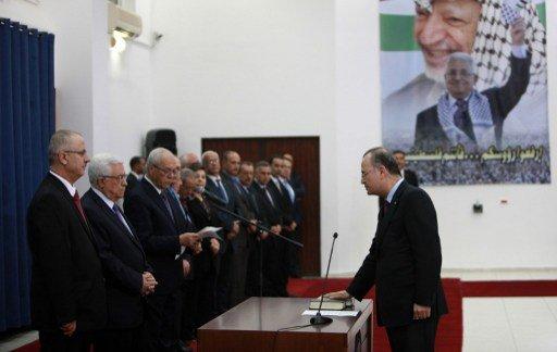 الحكومة الفلسطينية الجديدة تؤدي اليمين القانونية أمام عباس