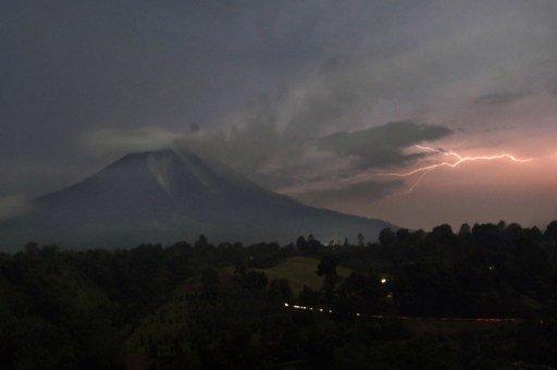 إجلاء أكثر من 15 ألف شخص بسبب ثوران بركان سينابونغ في جزيرة سومطرة الإندونيسية