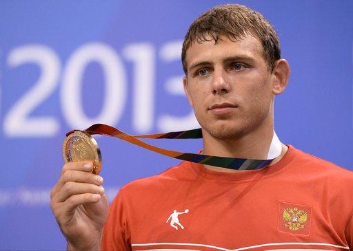 المصارع الروسي ميلينكوف يتوج بذهبية العالم