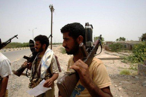 مقتل 7 أشخاص في اشتباكات بين مسلحين قبليين وعناصر من القاعدة في اليمن