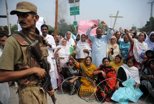 تظاهرات حاشدة في عدد من مدن باكستان احتجاجا على الهجوم الدموي على احدى الكنائس في البلاد