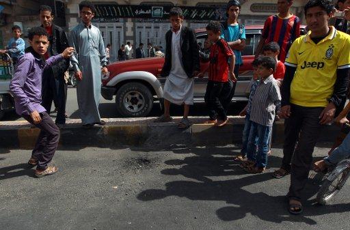 اصابة العشرات في تفجير مزدوج بصنعاء