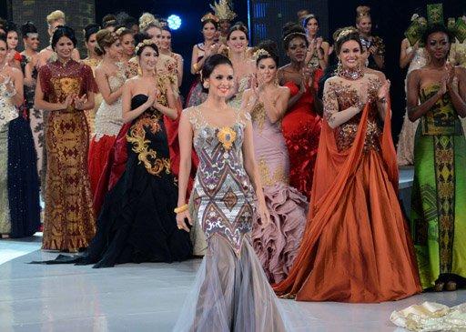 بالفيديو: فلبينية تفوز بلقب ملكة جمال العالم لسنة 2013