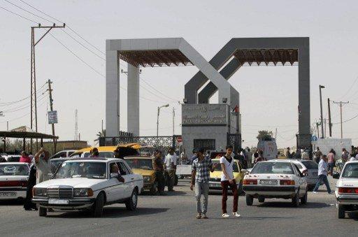 السلطات المصرية تفتح معبر رفح جزئيا بعد إغلاق دام 8 ايام