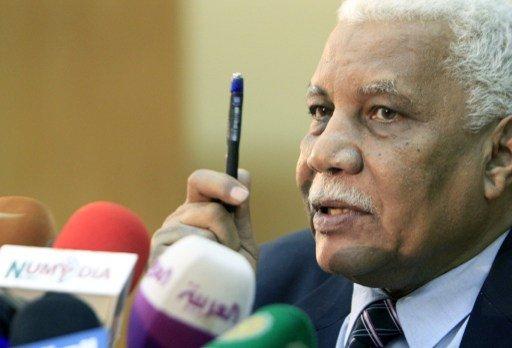 وزير الإعلام السوداني: لن نتراجع عن القرار برفع أسعار الوقود